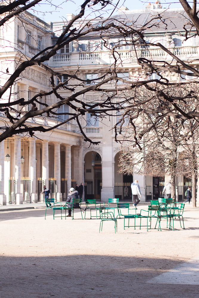 Palais Royal et ses colonnes sous le soleil d'hiver